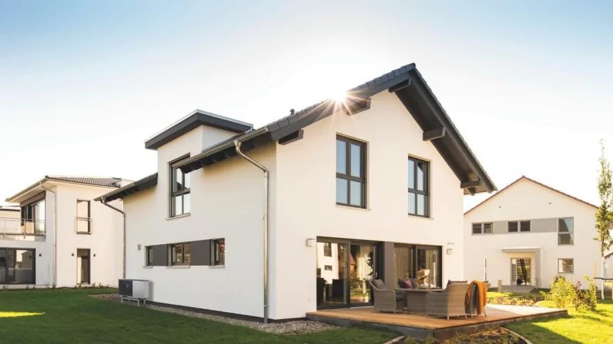 Сучасний будинок, оснащений тепловим насосом Vitocal виробництва Viessmann
